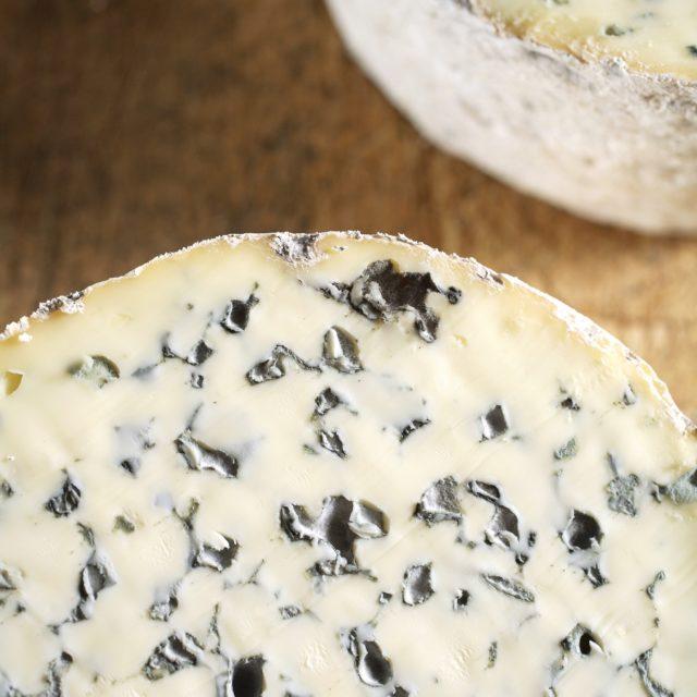 Soutenons l'économie locale et nos producteurs, et continuons à manger de nos fromages AOP!
