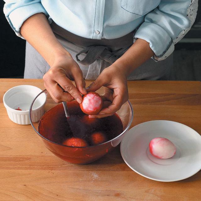 Étape 4 - Recette Oeufs marbrés à la betterave et farcis à la crème de Fourme d'Ambert