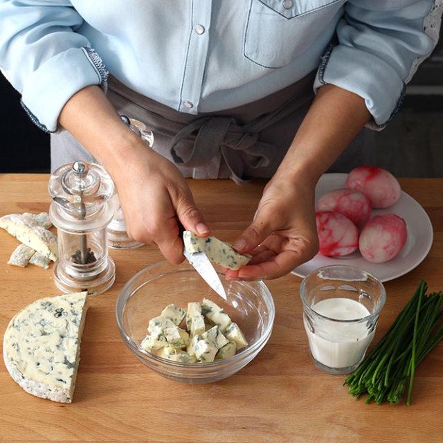 Étape 5 - Recette Oeufs marbrés à la betterave et farcis à la crème de Fourme d'Ambert