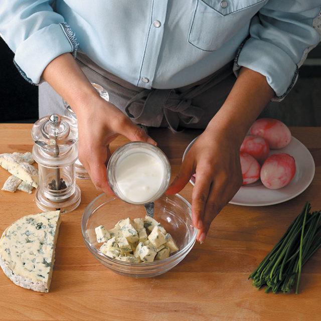 Étape 6 - Recette Oeufs marbrés à la betterave et farcis à la crème de Fourme d'Ambert