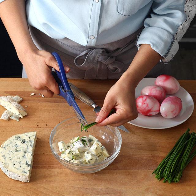 Étape 7 - Recette Oeufs marbrés à la betterave et farcis à la crème de Fourme d'Ambert