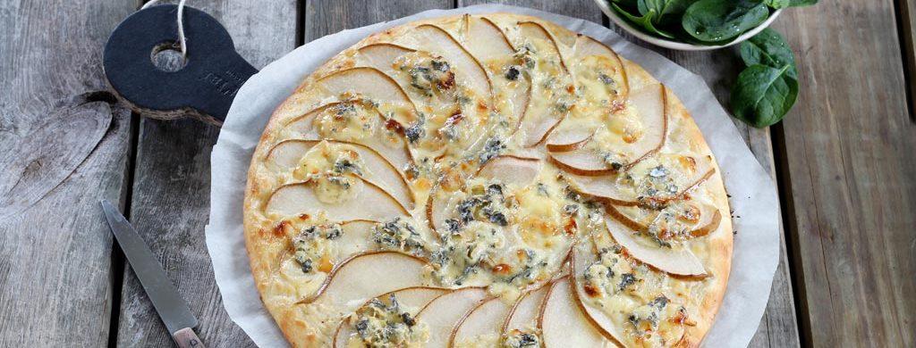 Pizza Fourme d'Ambert et poire