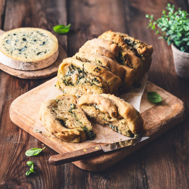 Pull appart bread à la Fourme d'Ambert, ail et jambon d'Auvergne