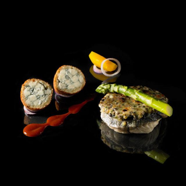 Tournedos de cabillaud en croûte de lentilles et cromesquis de Fourme d'Ambert
