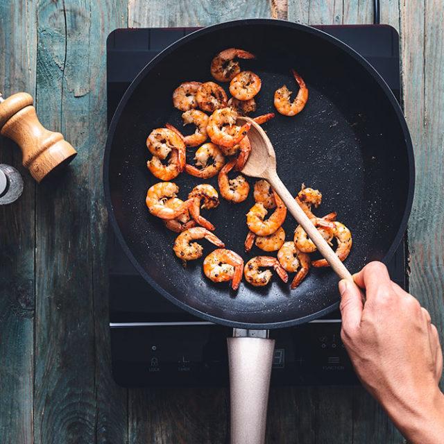 Étape 5 - Recette Salade colorée aux crevettes grillées et chips de Fourme d'Ambert