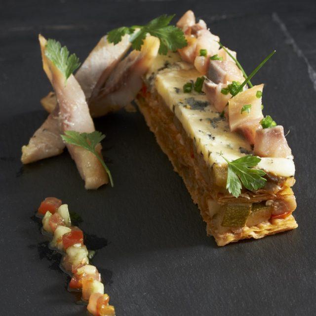 Feuilleté de légumes, Fourme d'Ambert gratinée, hareng fumé de la mer du Nord