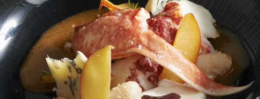 Homard en court-bouillon, crème de Fourme d'Ambert et de lingots du Nord