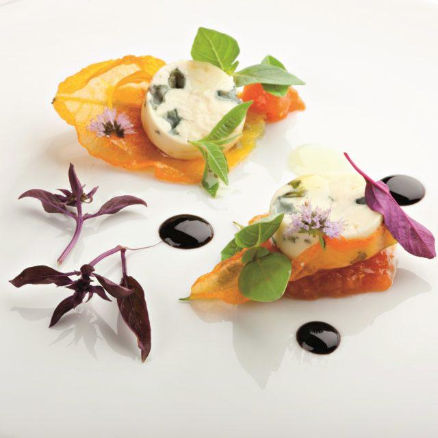 Fourme d'Ambert, fleur de courgette et abricot