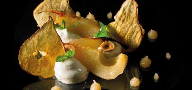 Mousseux de Fourme d'Ambert poires pochées et séchées, coulis de poires et noisettes