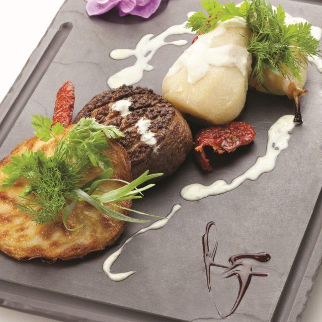 Poire Rôtie sur tournedos de Canard, Pomme anna et crème de Fourme d'Ambert