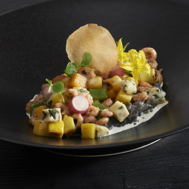 Risotto à l'encre de seiche et crevettes grises, Fourme d'Ambert, potimarron et petits légumes