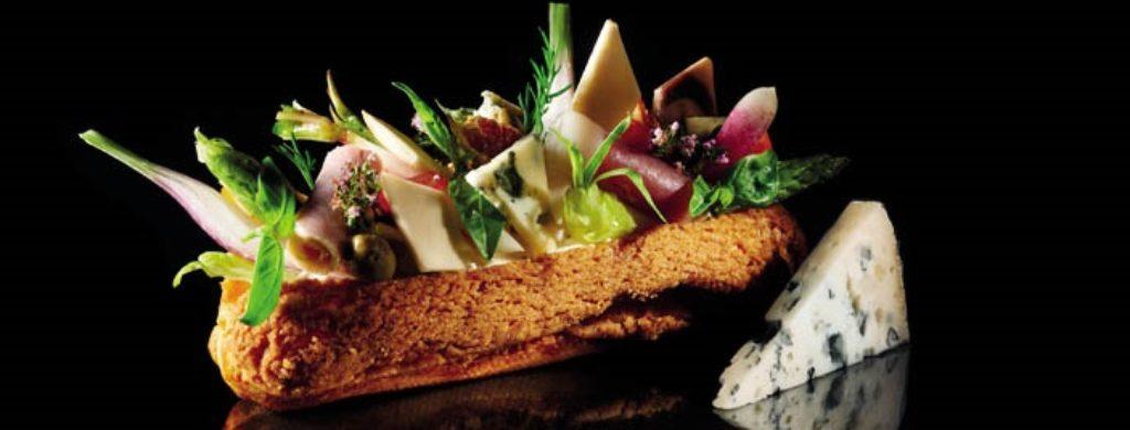 Croq'eclair jambon champignon espuma et copeaux à la Fourme d'Ambert