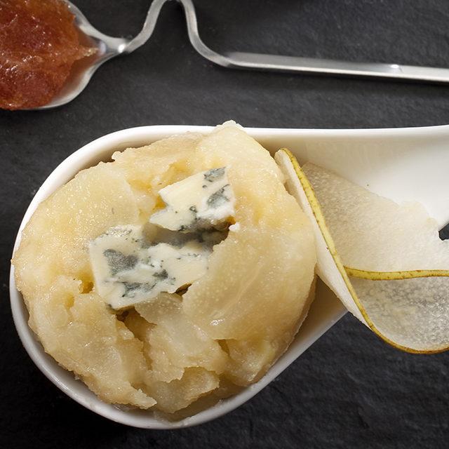 Terrine mit karamellisierten Birnen in Honig aus dem Lunéron, Fourme d'Ambert und hausgemachtes Quittenbrot