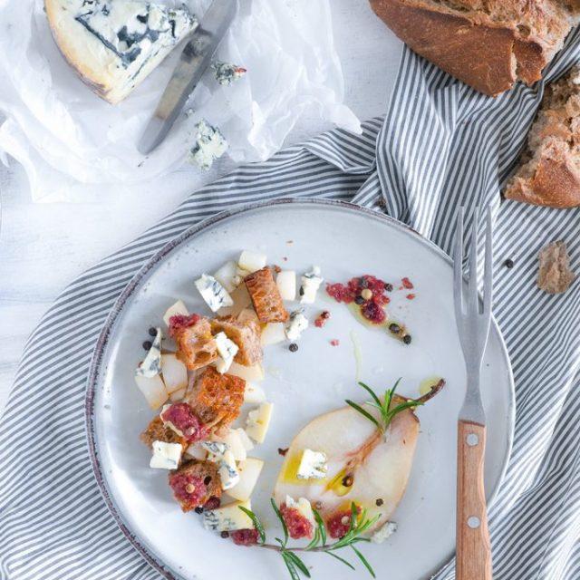 Brotsalat mit Blauschimmelkäse