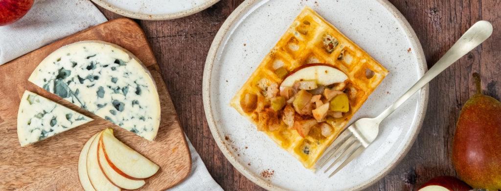 Brusselse wafels, appelmoes met kruiden en AOP Fourme d'Ambert