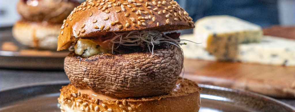 Portobelloburger met Fourme d'Ambert AOP